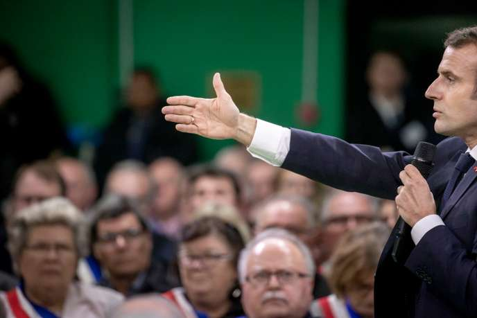 Emmanuel Macron veut un grand débat « sans tabou » et fait déjà polémique