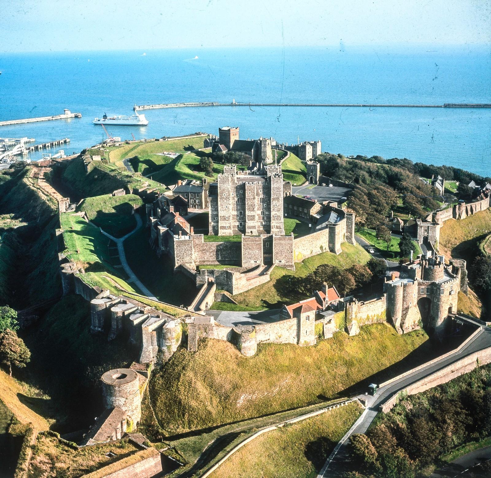 fairytale-castles-in-England_-13