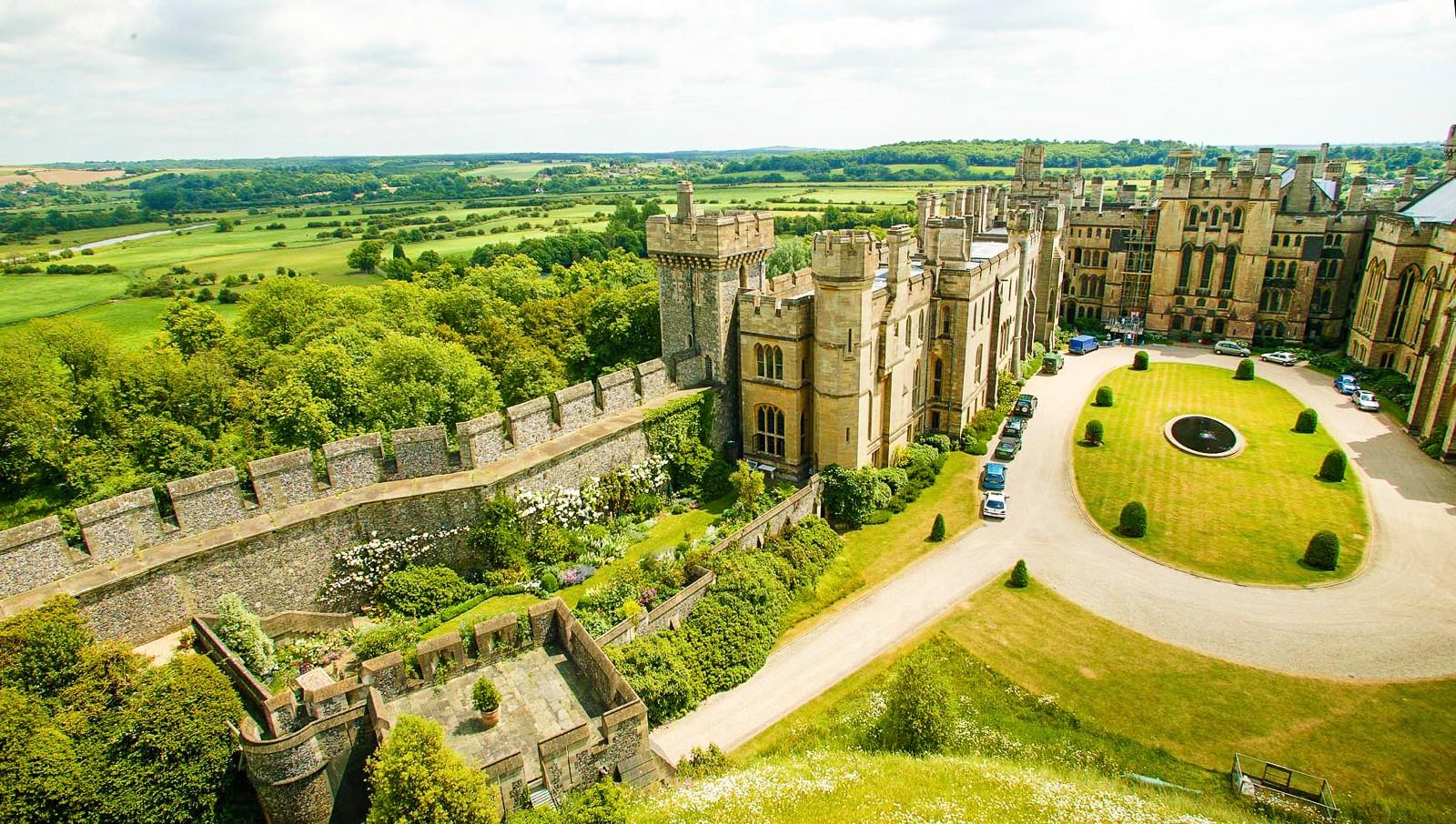 fairytale-castles-in-England_-2