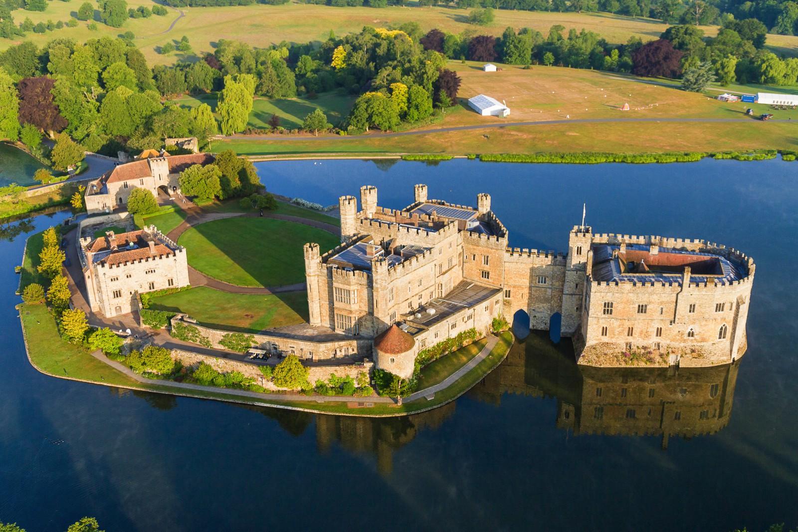 fairytale-castles-in-England_-6