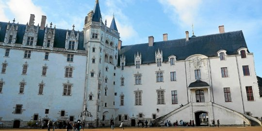 FRANCIA: Le Château des ducs de Bretagne a le vent en poupe