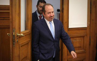 """Santos Pereira cáustico no Parlamento: """"Quem questiona se país é vítima de corrupção, questiona o inquestionável""""  Ler mais em:"""