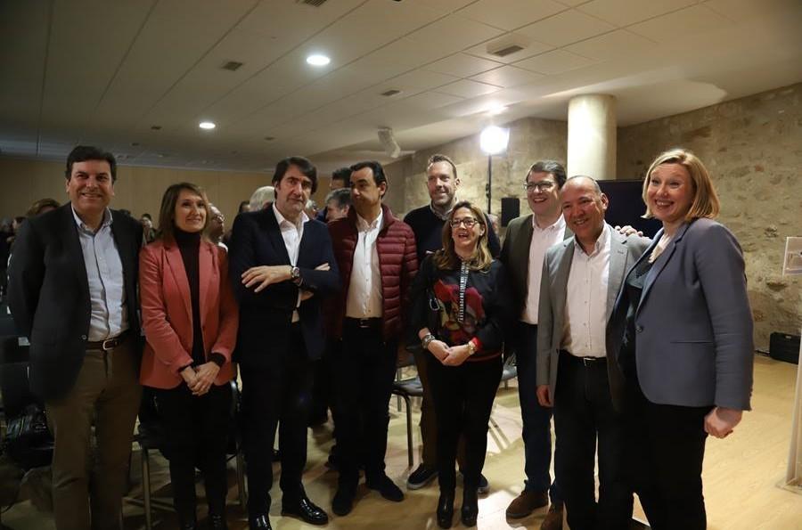 Mañueco compromete nuevas medidas para «llevar Internet a todos los pueblos de la región»
