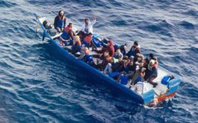 Migranti, si teme ondata di migranti libici: duello Salvini-Conte sui porti
