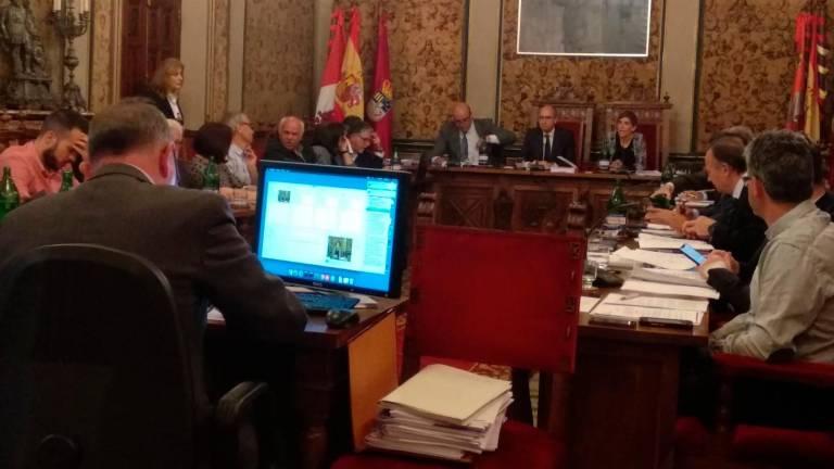 """La Salina aprueba 30 millones de inversiones para los pueblos y la oposición crítica su """"política de ahorro"""""""