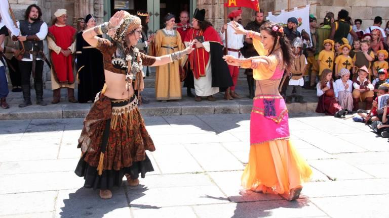 Arranca el Mercado Manuelino de Freixo con recreaciones históricas, teatro, malabares y danzas