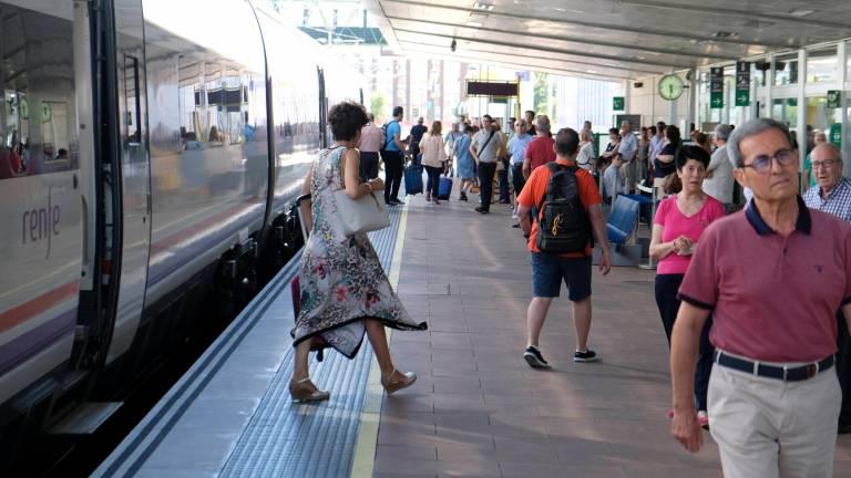 Alianza de pasajeros del tren para exigir un Alvia Madrid-Salamanca por las tardes