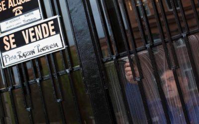 La vivienda de segunda mano comienza a abaratarse en la mayoría de distritos de Madrid y Barcelona, mientras se encarece en otras 30 ciudades